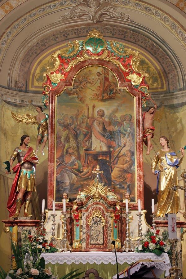 Autel principal dans l'église de Vitus de saints dans Ozalj, Croatie image libre de droits