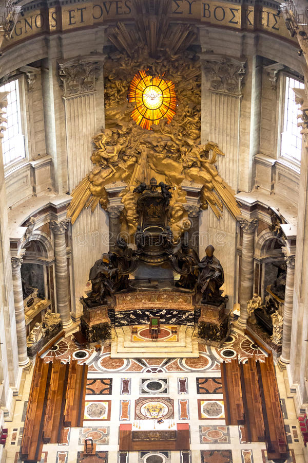 Autel principal dans la basilique St Peter à vatican images libres de droits