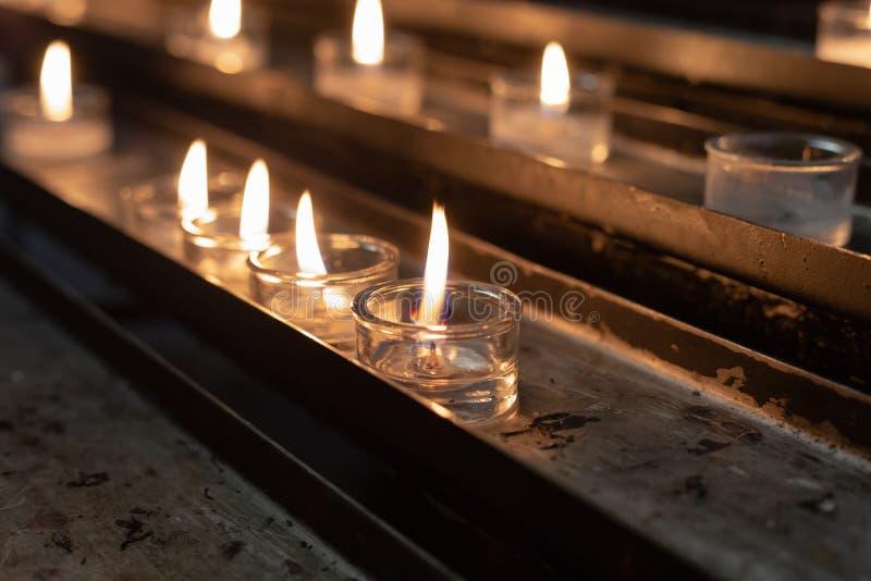 autel votif dans l'église images libres de droits