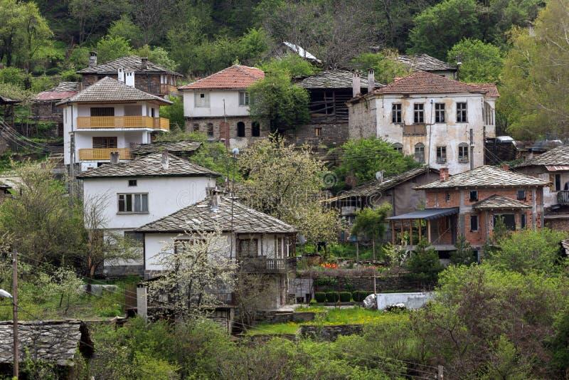 Autentisk by av Kosovo med 19 thårhundradehus, Bulgarien royaltyfria bilder
