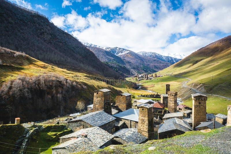 Autentisk hög-berg by i dalen fotografering för bildbyråer
