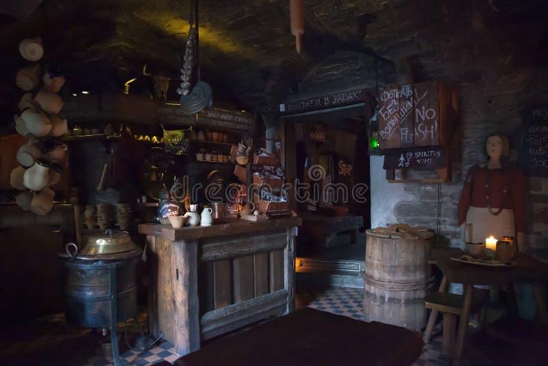 Autentyczna kawiarnia w średniowiecznym stylu - Trzeci smok na urząd miasta kwadracie Tallinn estonia zdjęcia royalty free