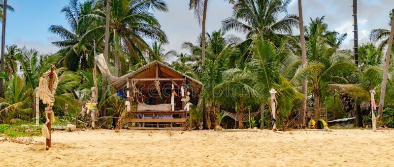 Autentyczny azjatykci bungalow przy plażą obraz stock