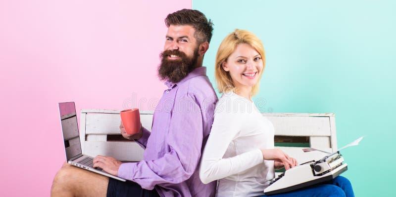 Auteur authentique original d'attribut Instruments d'utilisation d'auteurs de couples les différents écrivent le livre Équipement photos libres de droits