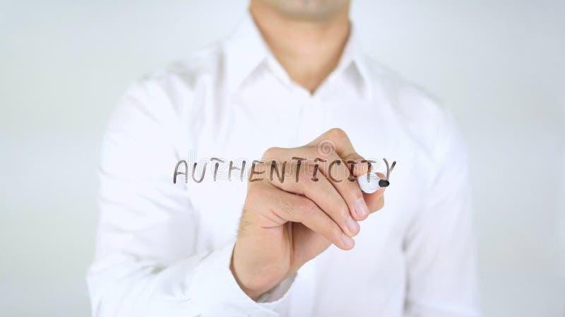 Authenticiteit, Mens die op Met de hand geschreven Glas schrijven, stock afbeelding