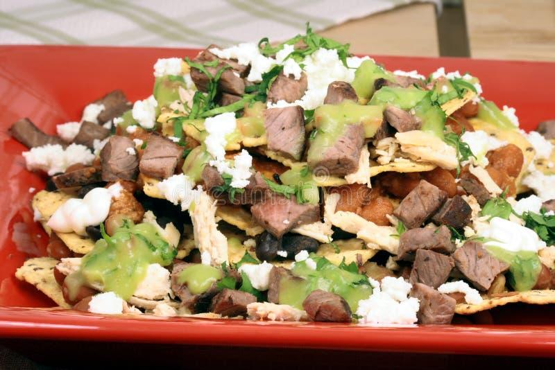 Authentieke Mexicaanse nachos stock afbeeldingen