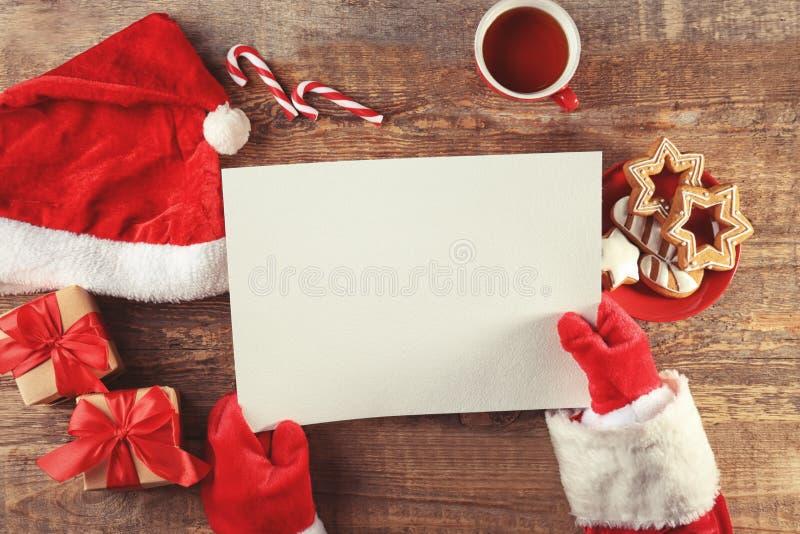 Download Authentieke Santa Claus Met Brief Stock Foto - Afbeelding bestaande uit hoed, voedsel: 107702758