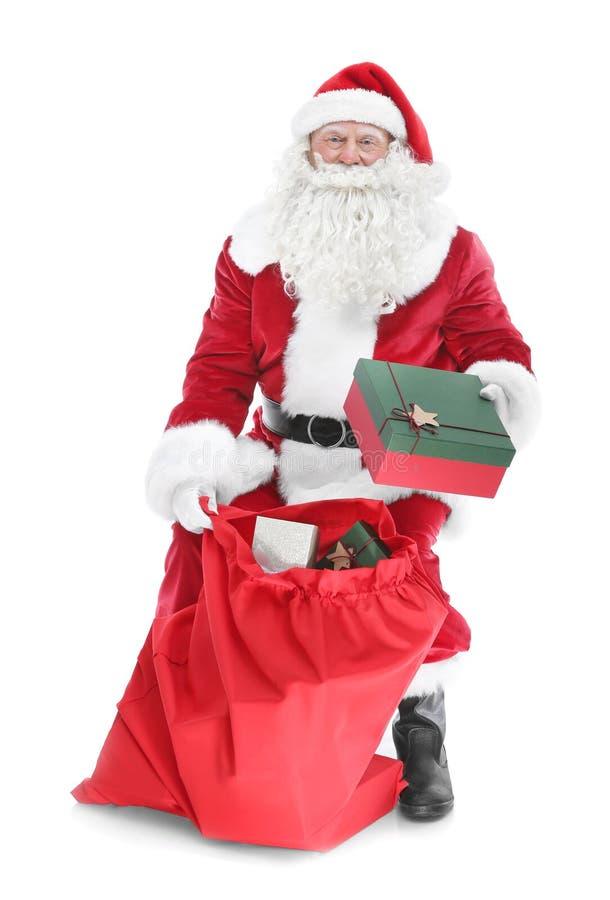 Download Authentieke Santa Claus Met Grote Giftzak Stock Afbeelding - Afbeelding bestaande uit claus, gift: 107703057