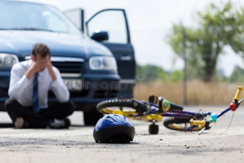 Autista dopo l'incidente stradale fotografia stock libera da diritti