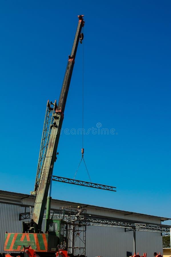 Auto żuraw na budowie obrazy stock