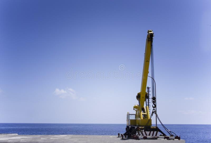 Auto żuraw Na morzu obrazy stock