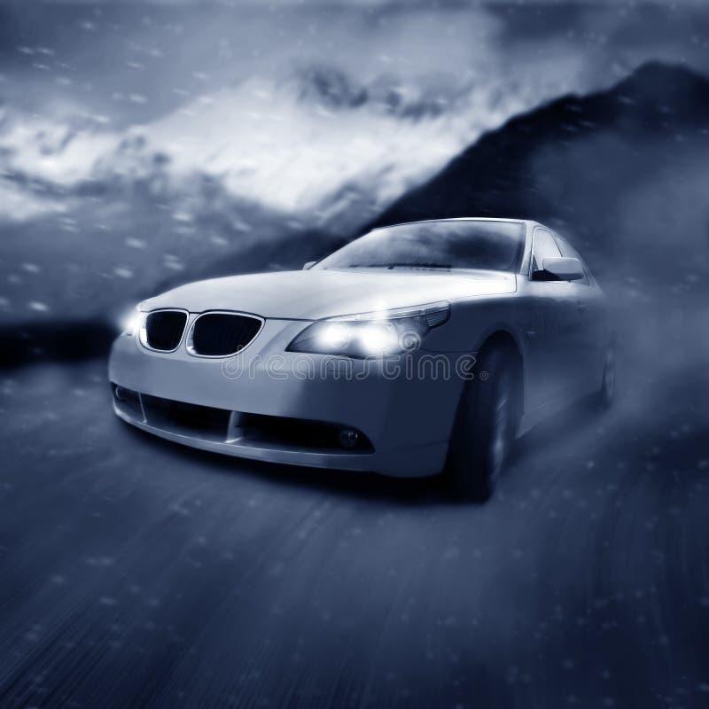 Auto in Bewegung lizenzfreie abbildung