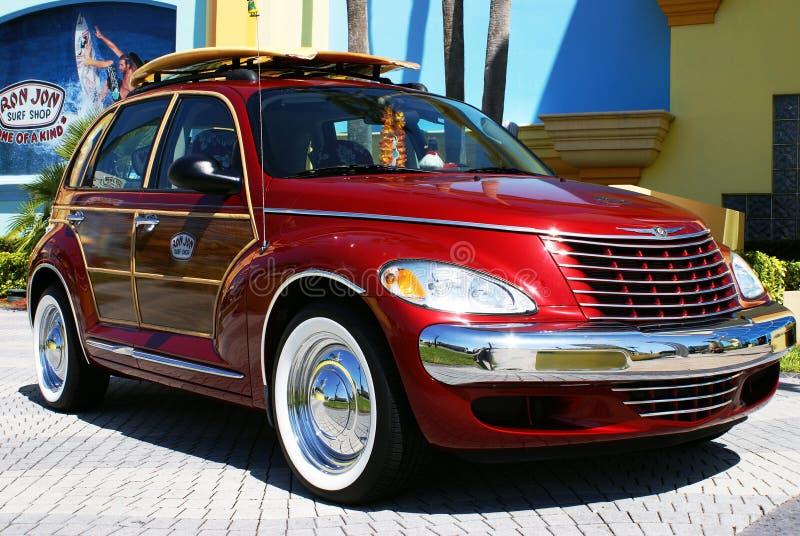 Auto bij de Winkel van de Branding van Ron Jon, het Strand van de Cacao, Florida stock afbeelding