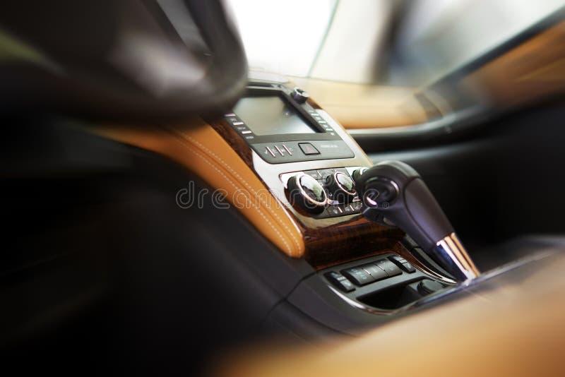 Auto cockpit straße  Auto-Cockpit Lizenzfreies Stockfoto - Bild: 31906925