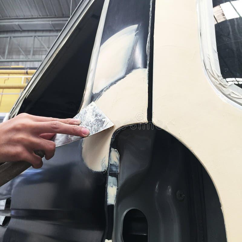 Auto de Reparatieverf van de autocarrosserie na het ongeval stock fotografie