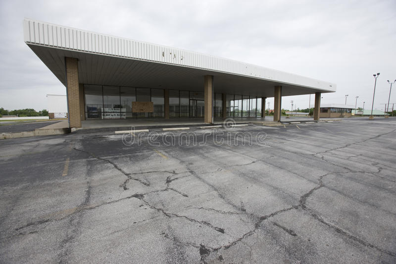 Auto dealership. Vacant auto dealership signifying the woes of the US auto industry stock photo