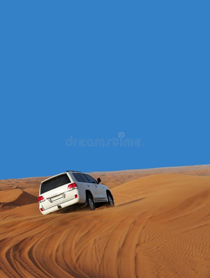 Auto in der Wüste stockbild