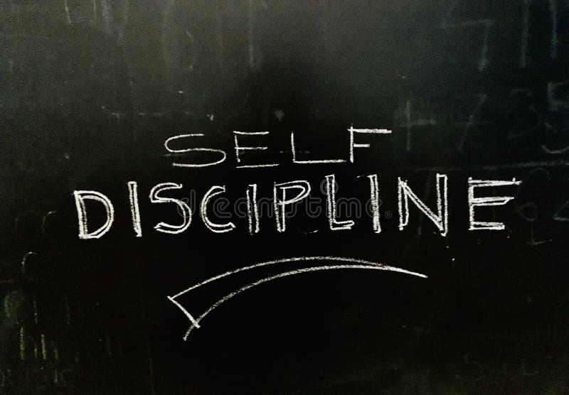 Auto-discipline Document écrit à la main sur la photo d'actions Blackboard photos stock
