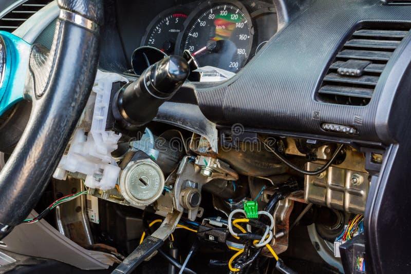Auto elektrische reparatie. stock afbeelding