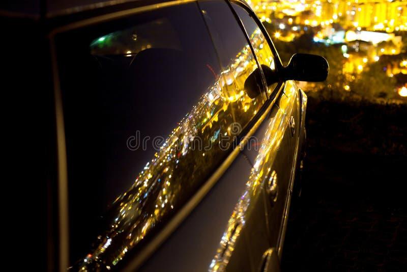 Auto en stadslichten stock afbeelding