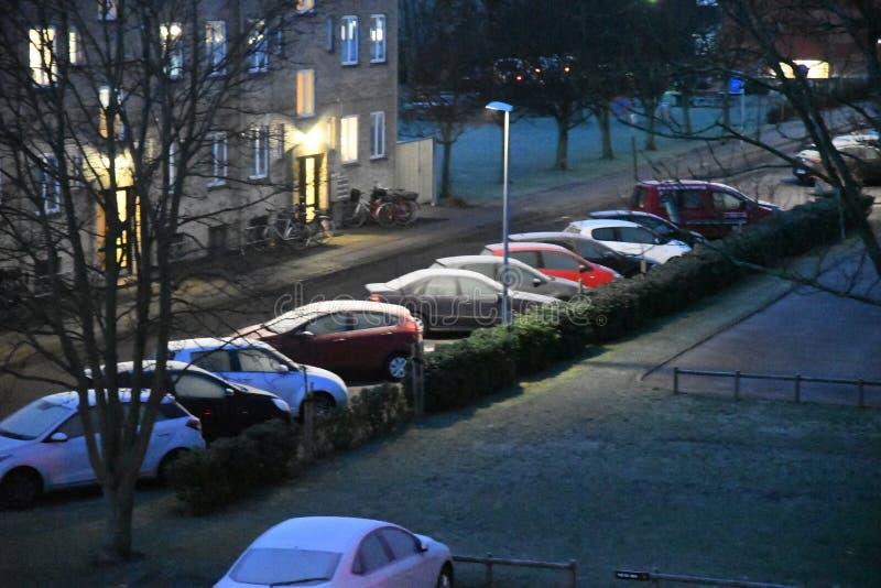 Auto erly bedeckt mit Frost Dänemarks Wetter lizenzfreie stockfotografie