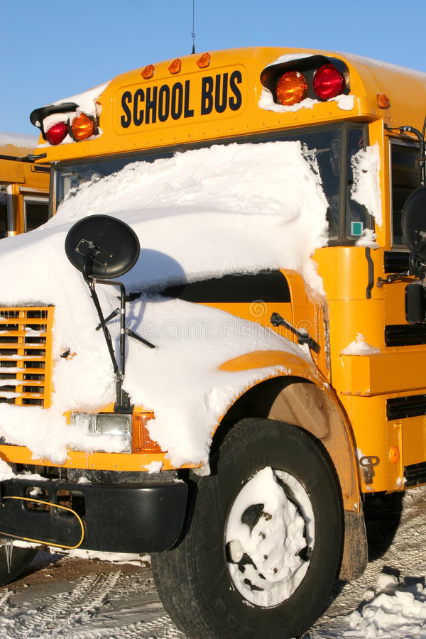 Auto escolar do inverno imagem de stock