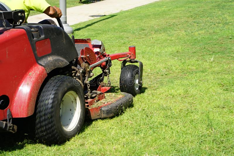Auto gräsklippare royaltyfria foton
