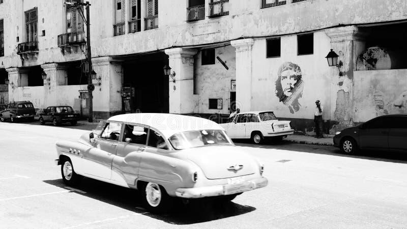 Auto in Havana, in Kuba und in Che Guevara stockfoto