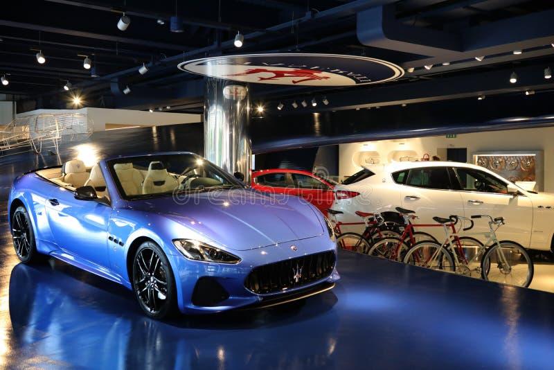 Auto Maseratis Ghibli Gran Cabrio im Beamter Maserati-Ausstellungsraum, Modena stockbilder