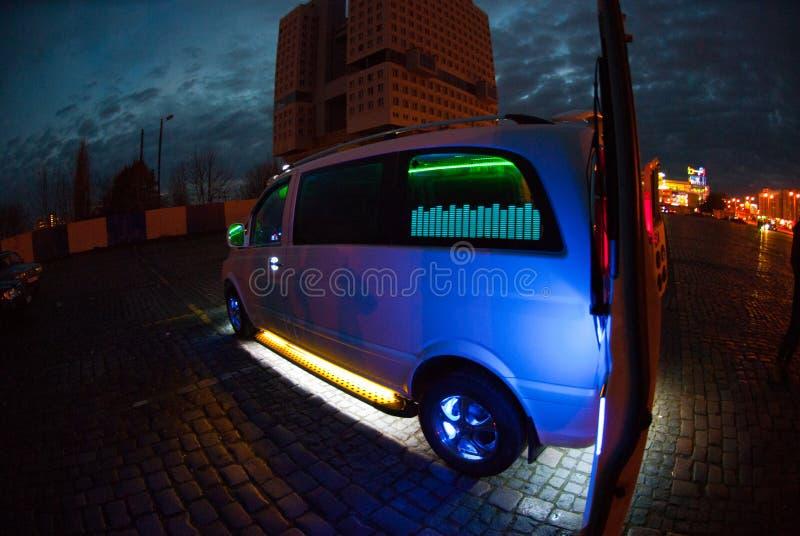 Auto met het mooie stemmen stock fotografie