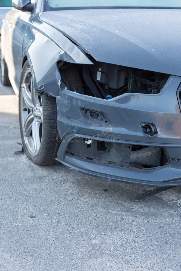 Auto mit Unfall stockbilder