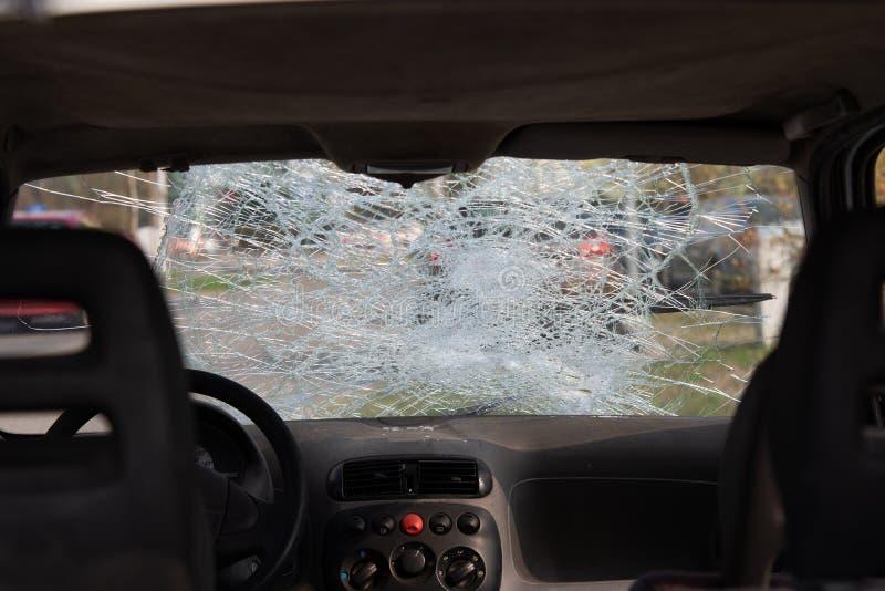 Auto na een ongeval, na een voetklap stock foto's