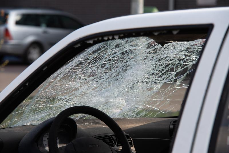 Auto na een ongeval, na een voetklap stock foto