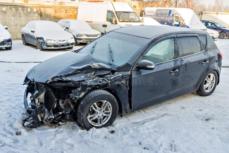 Auto nach einem Unfall lizenzfreie stockbilder