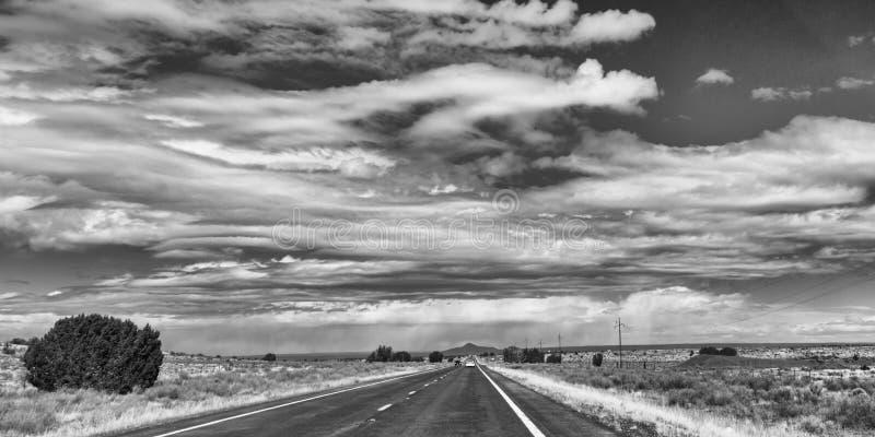 Auto op de weg vooruit royalty-vrije stock fotografie