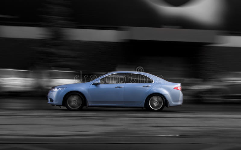 Auto op straat royalty-vrije stock afbeeldingen