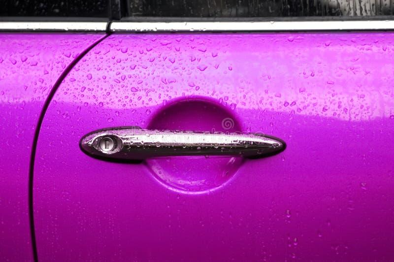 Auto porta cor-de-rosa