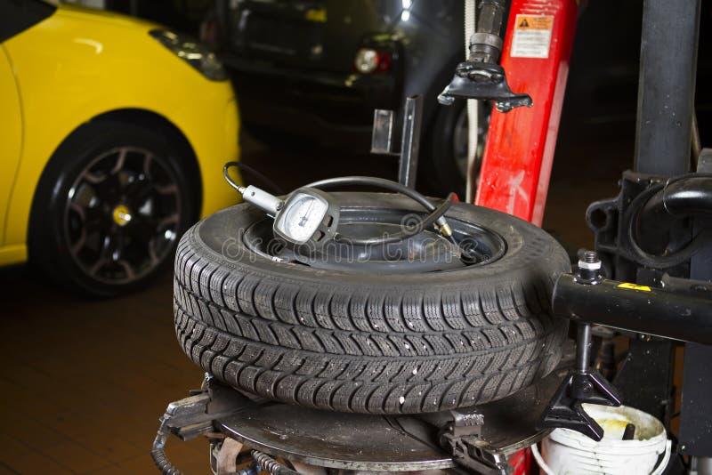 Auto-Reifen-Druck stockfoto