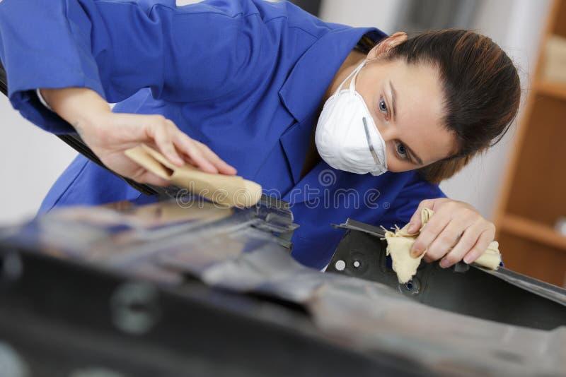 Auto repairman mleje autobody czapeczkę zdjęcie stock