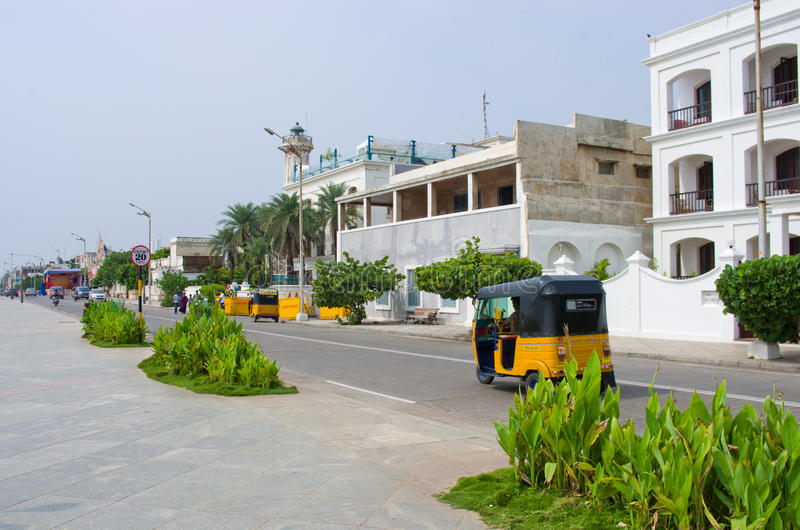 Auto rickshaw på gatan i Pondicherry, Indien arkivbilder