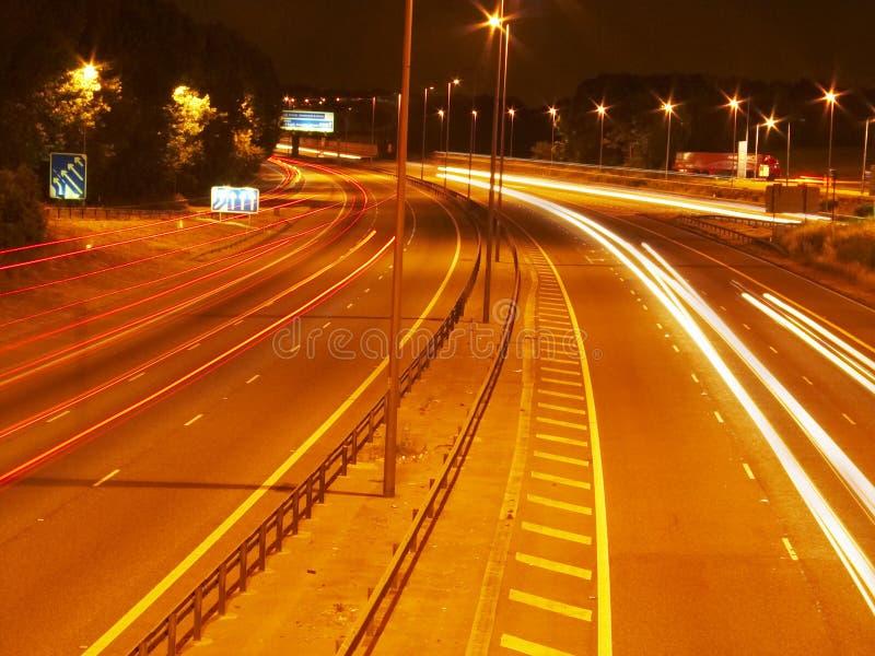 Auto's bij nacht royalty-vrije stock afbeelding
