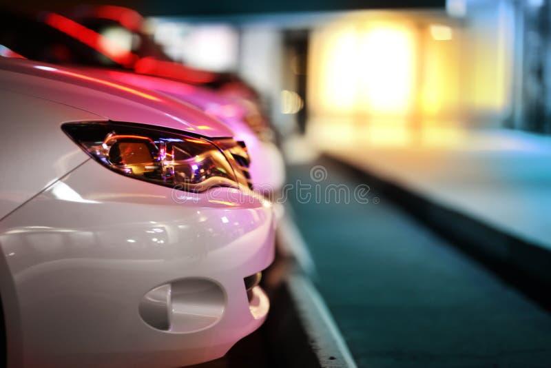 Auto's bij parkeerterrein royalty-vrije stock afbeeldingen