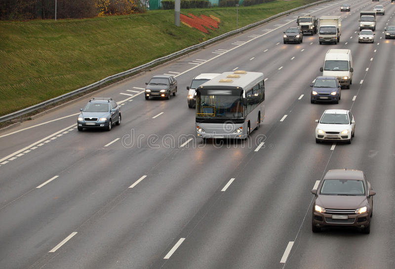 Auto's en bus royalty-vrije stock foto's
