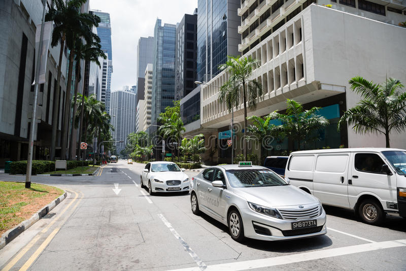 Auto's in het Centrale Bedrijfsdistrict van Singapore royalty-vrije stock foto