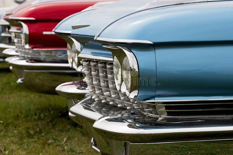 Auto's in lijn stock afbeeldingen