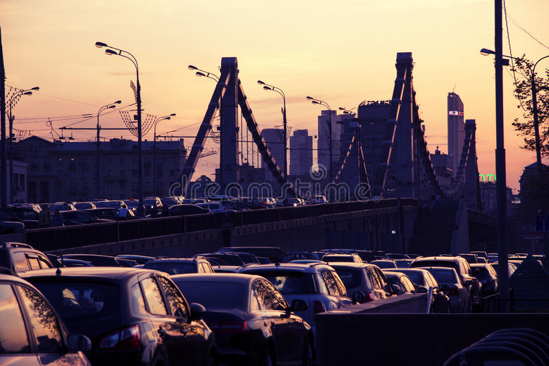 Auto's op asfalt royalty-vrije stock afbeelding