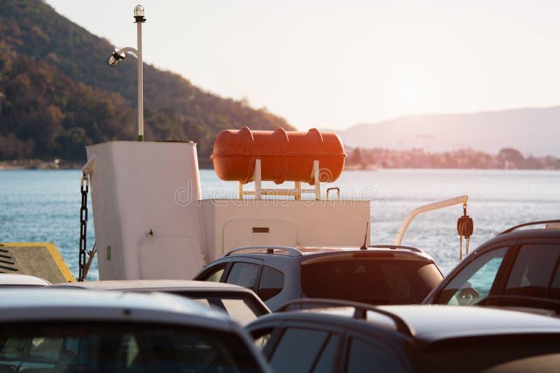 Auto's op de Veerboot stock foto