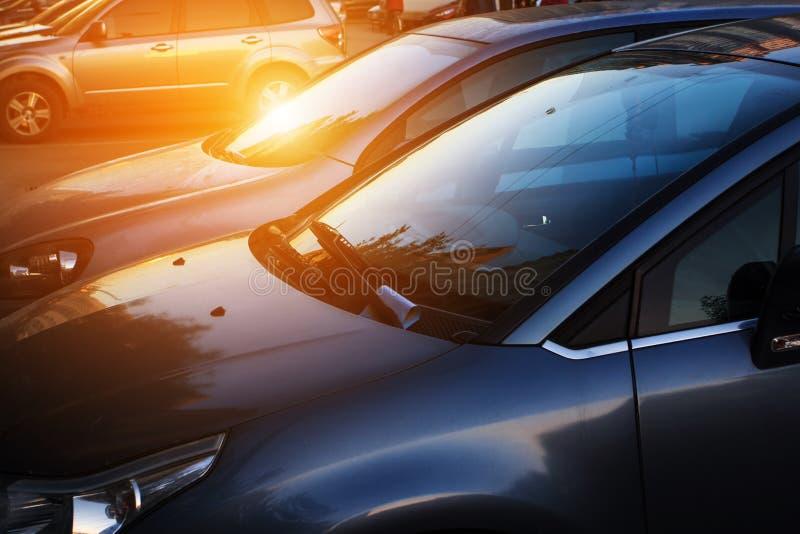Auto's in straat stock foto's