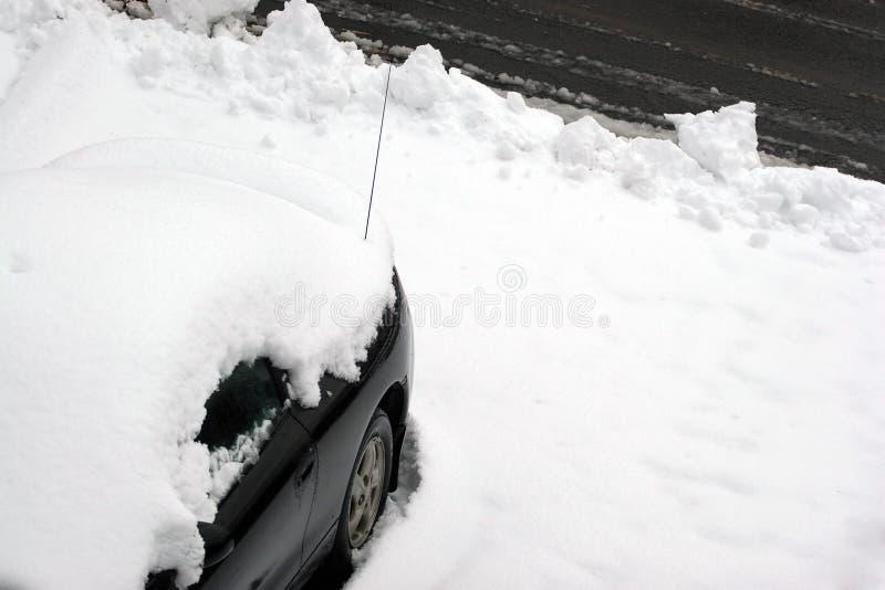 Auto schneite innen lizenzfreies stockbild