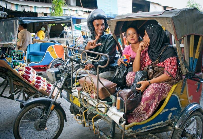 Auto táxi do riquexó em Medan, Indonésia foto de stock